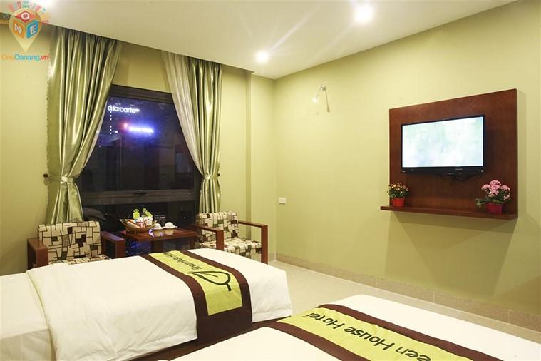 Phòng deluxe 2 giường đơn hoặc 1 giường đôi hướng thành phố