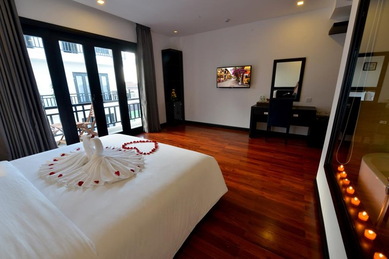 Phòng Honeymoon Suite With Balcony