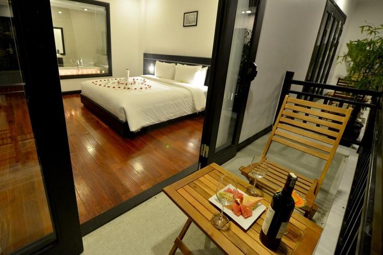 Honeymoon Suite with balcony