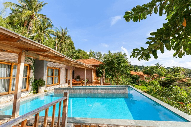 Pool Villa Triple Bed