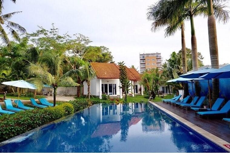 Luxury Pool View