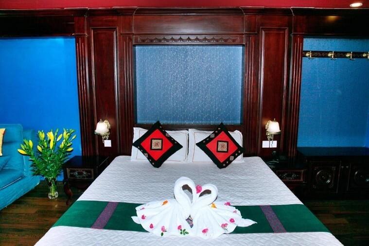 Phòng Deluxe giường đôi/ 2 giường đơn nhìn ra phố