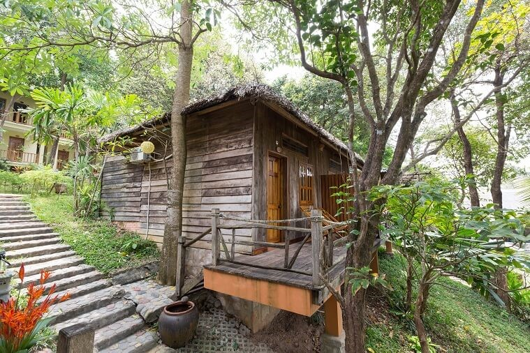 Phòng Wooden Bungalow With Partial Sea View