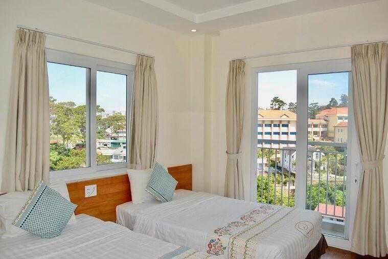 Fabulous Balcony & Garden View