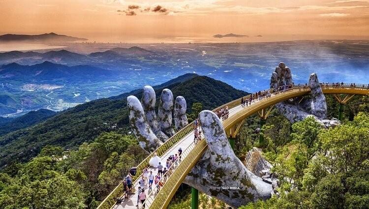 """Bản sao """"Cầu Vàng Đà Nẵng"""" lần đầu tiên xuất hiện tại Trung Quốc"""