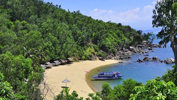Top 8 bãi biển hoang sơ, đẹp mê hồn ít ai biết ở Đà Nẵng