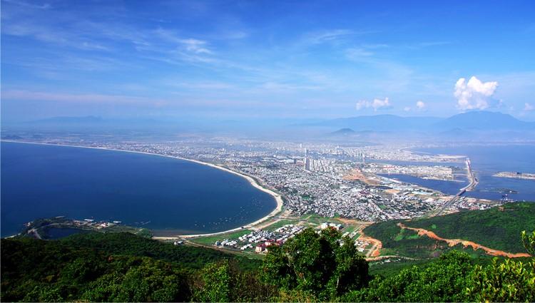 Đà Nẵng đẹp huyền ảo nhìn từ trên đỉnh Bàn Cờ