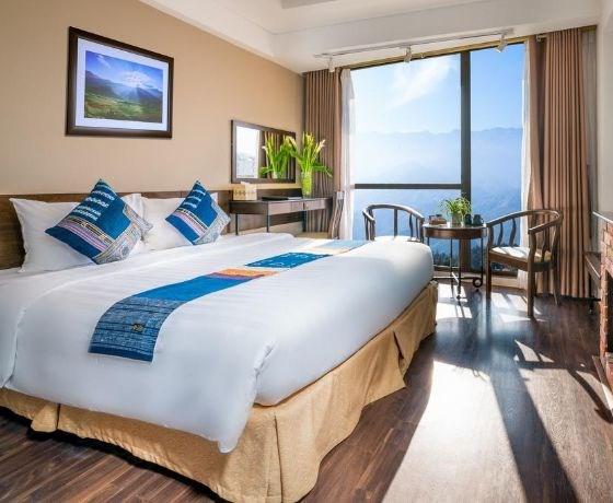 [Amazing Sapa Hotel] Combo Honeymoon 3N2Đ - Đêm lưu trú + Ăn sáng + Ăn tối + Xe khứ hồi + Tắm lá thuốc Dao Đỏ hoặc Massage chân tại Lavender Spa + Miễn phí trang trí phòng tân hôn
