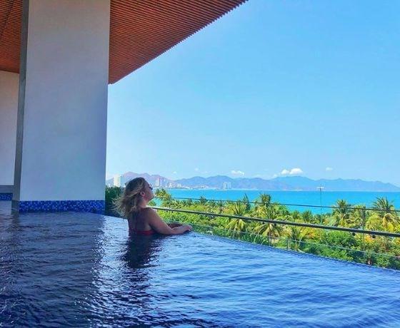 [Queen Ann Hotel Nha Trang] Combo Sweet Honeymoon 3N2Đ - Đêm lưu trú + Ăn sáng + Đưa/đón sân bay + Massage toàn thân